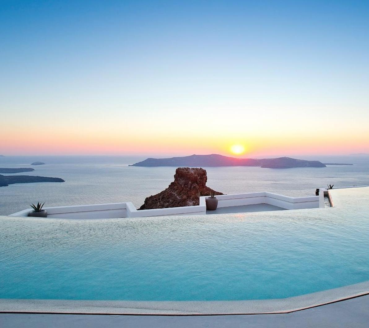 7 Hotel Infinity Pools