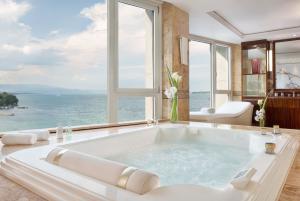 Hotel Suite Bathub