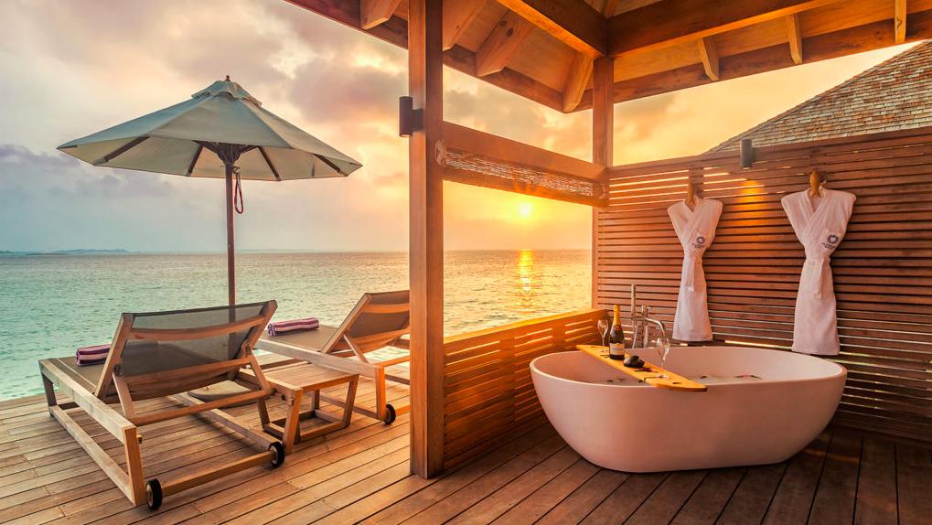 Outdoor bathtub in in hurawalhi