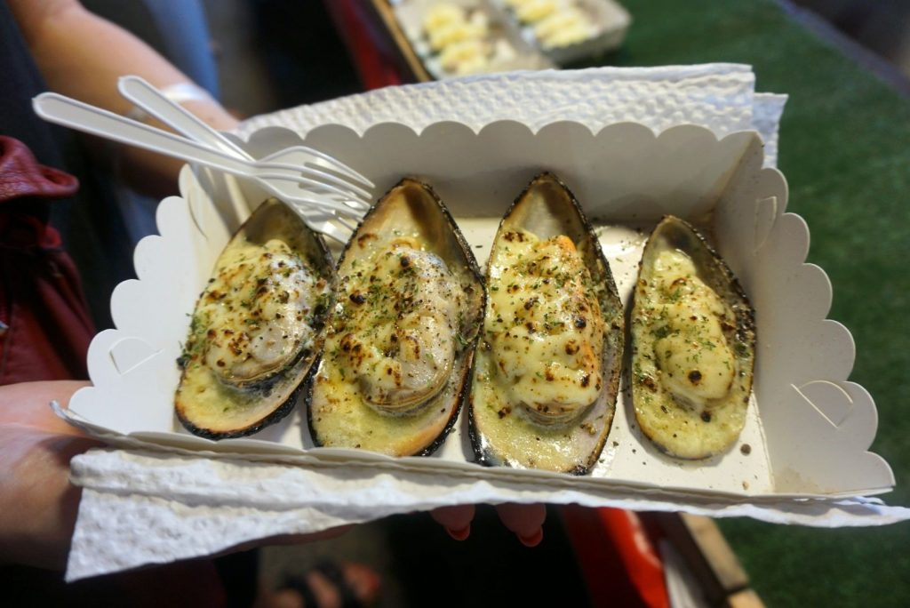 Garlic and Cheese Mussels