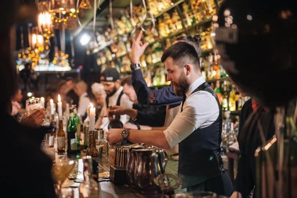 Barman Dictat Bars