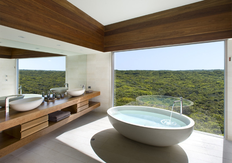 Dramatic glass walled bathrooms in Southern Ocean Lodge