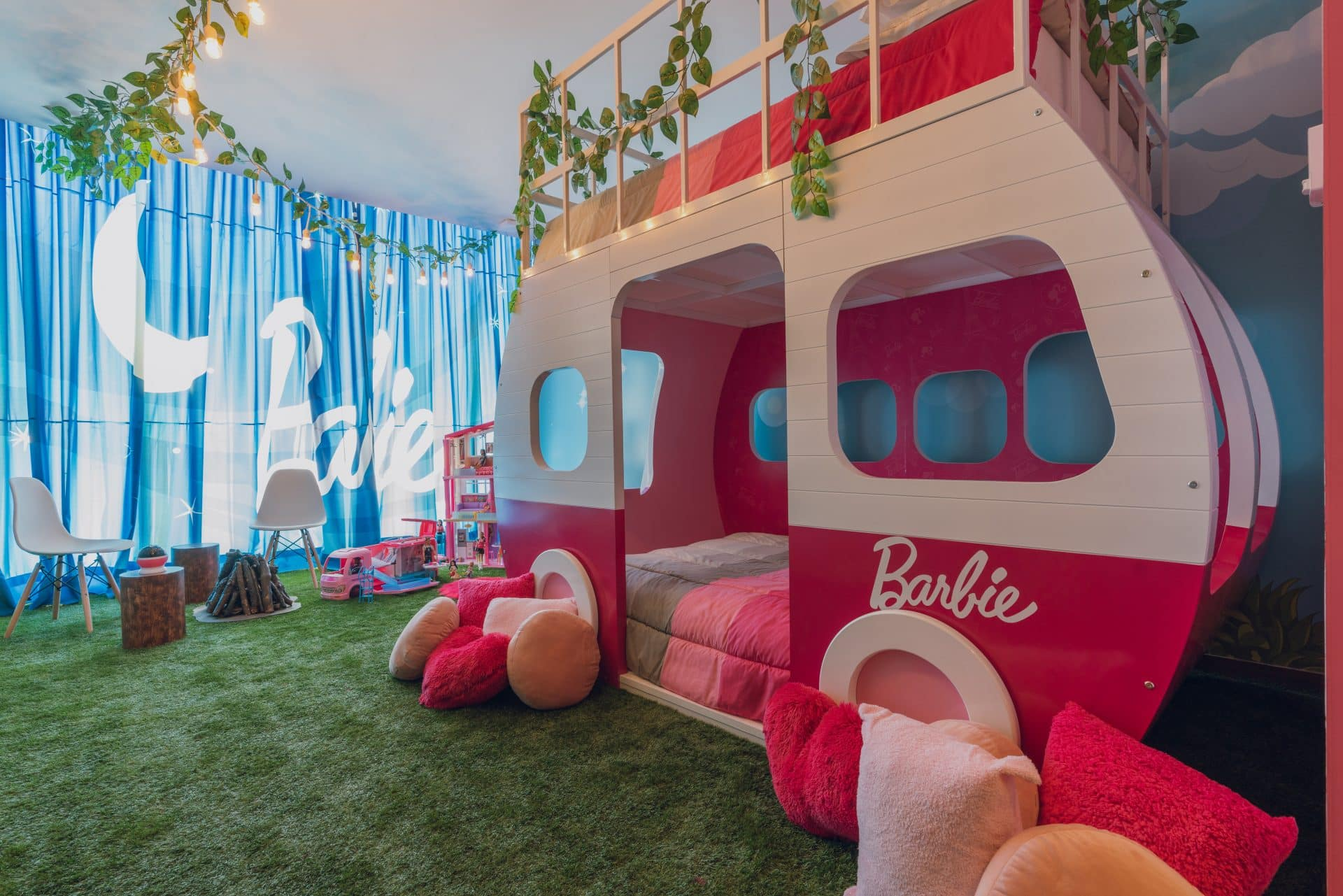 You Can Now Stay In A Barbie-Themed Hotel Suite