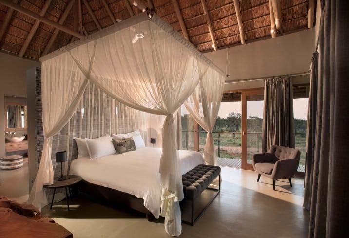 Mhondoro Safari Hotel Bedroom
