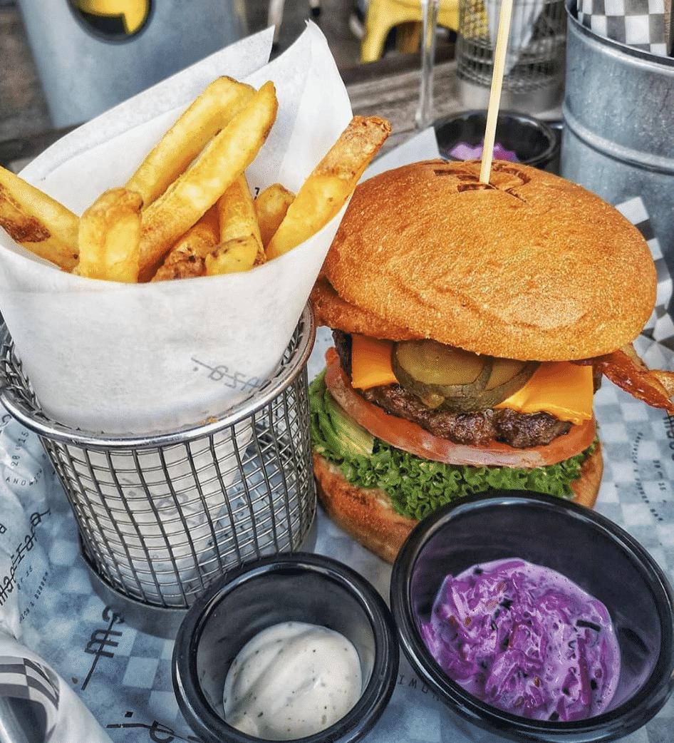 La Maestranza Sandwich & Burger Bar