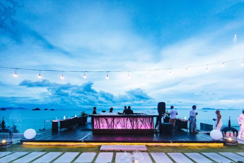 Air Rooftop Bar