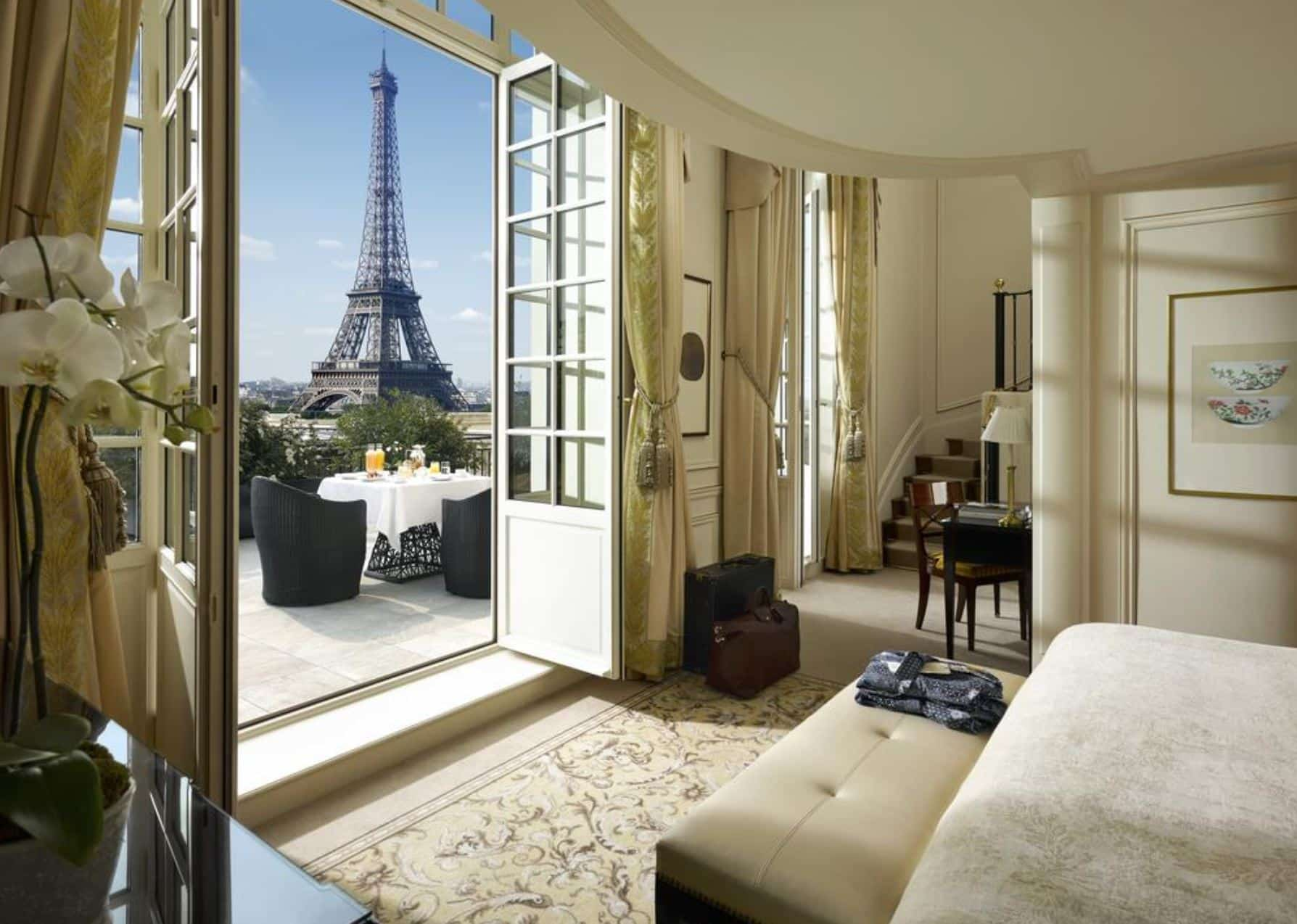 Shangri-la Hotel in Paris
