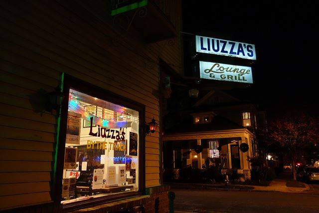 Liuzza's By The Track