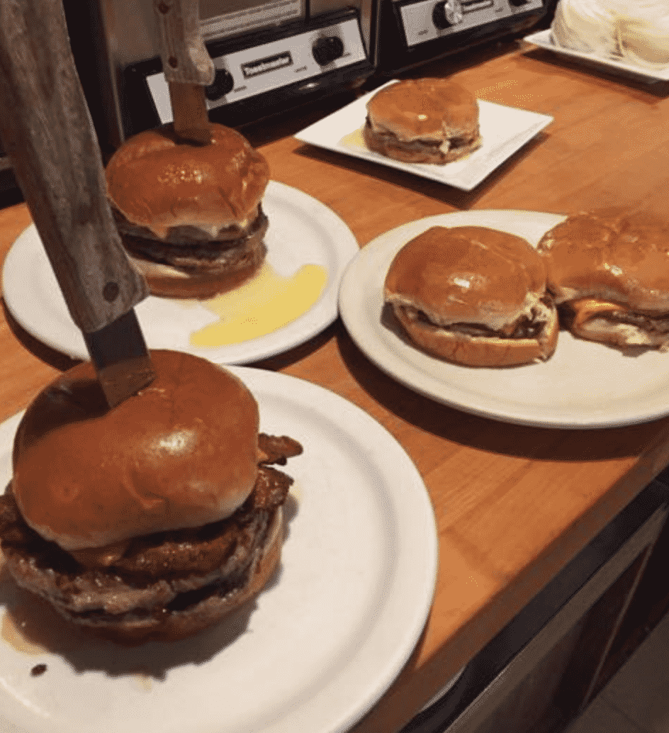 Solly's Grille Hamburger