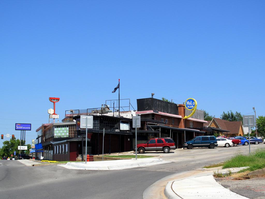 Hilo Club Bar in OKC
