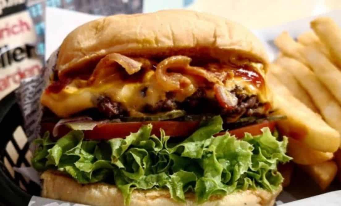 Holy Moly Hamburger