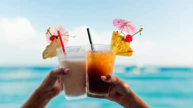 7 Of The Best Bars In Honolulu