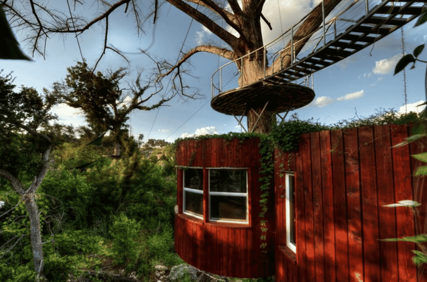 Glamping treehouse for rent
