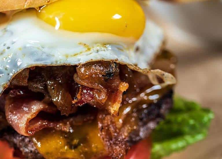 Gastro Pub Bar Experience with the Best Burgers in Nassau