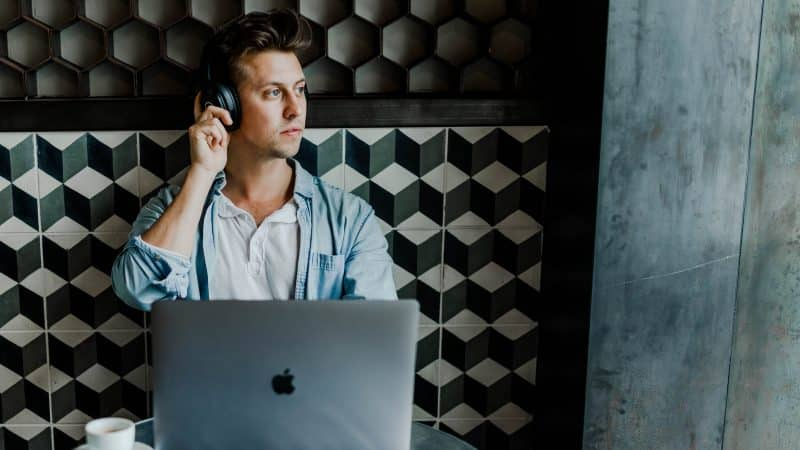 remote work options for travellers