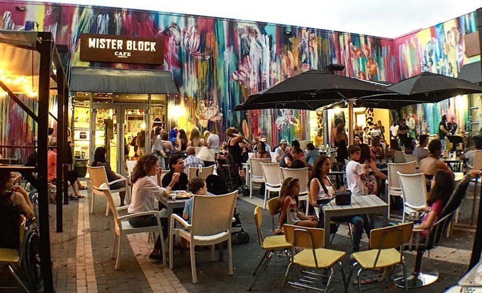 Trendy Arts Cafe in Miami