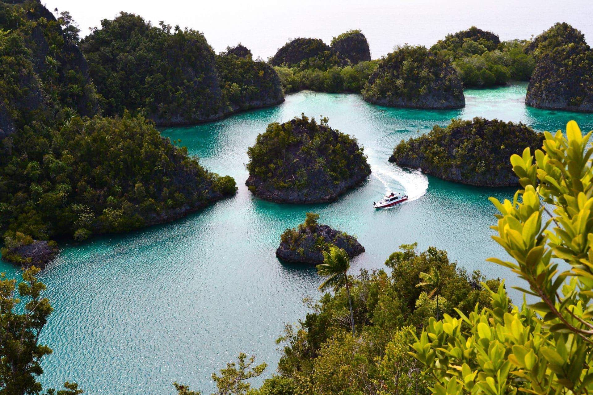 island hopping Indonesia
