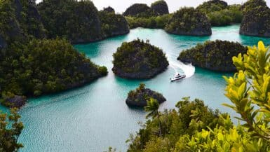 island hopping Indonesia