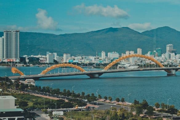 how to get from Hanoi to Da Nang