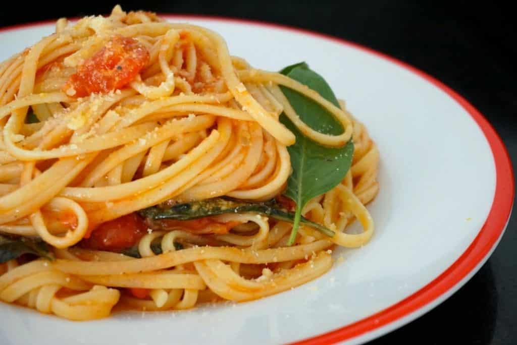 Spaghetti With Fresh Tomato recipe