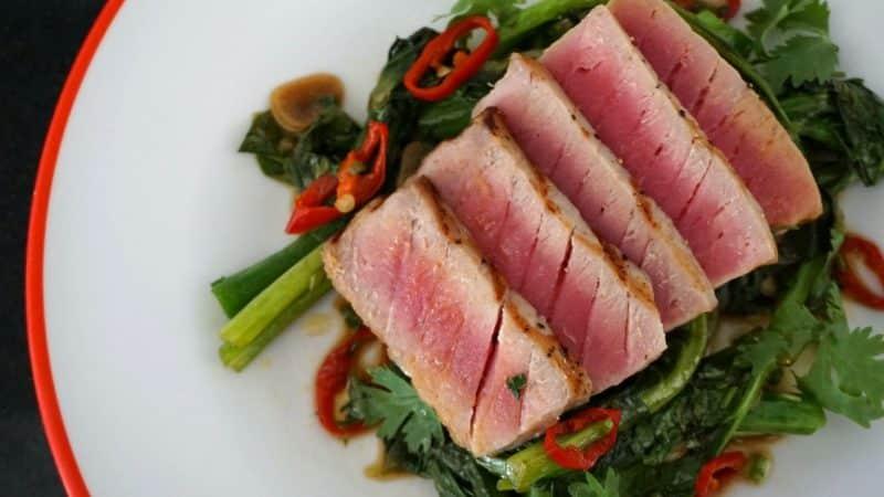 seared tuna Chinese kale