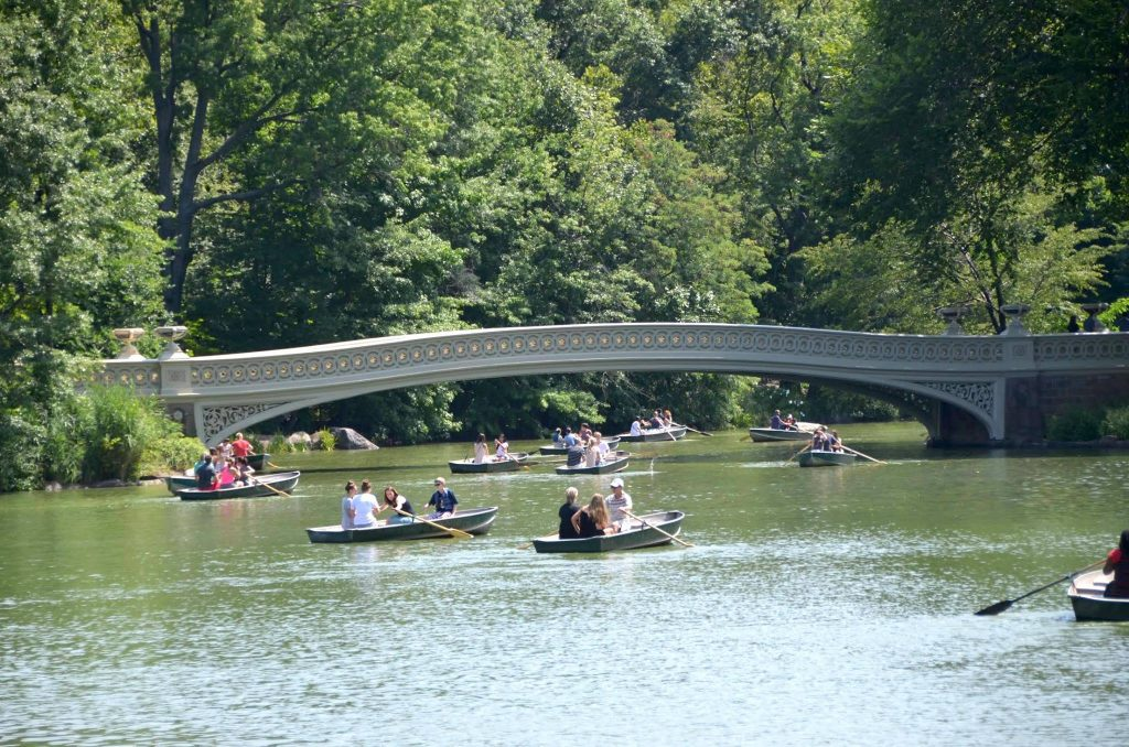 Rowing a boat in Central Park is one of the most romantic things to do New York