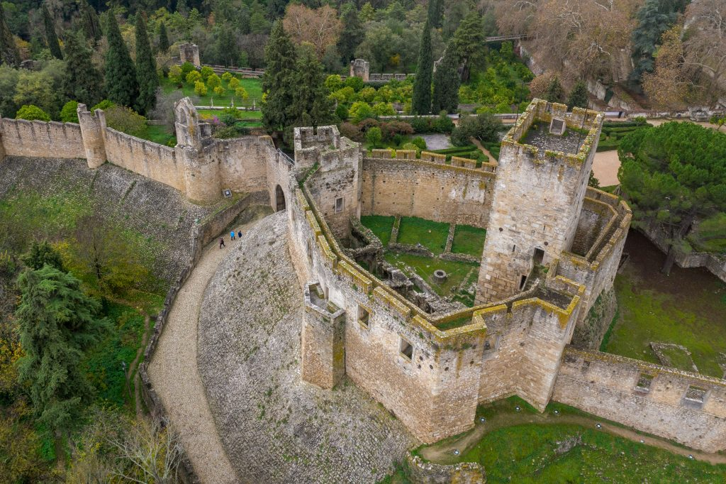 beautiful castles to visit portugal