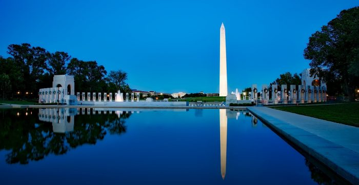 The most famous monuments in the US Washington Memorial